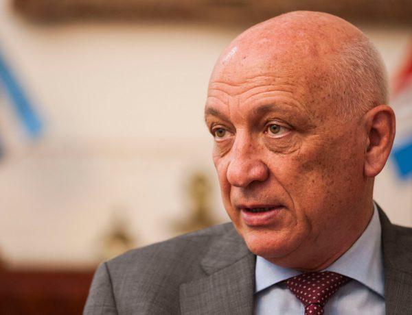 Antonio Bonfatti presidió la reunión de los órganos máximos del PS.