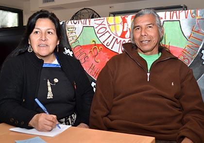 Veronica Huilipan junto al lider qom Félix Díaz.