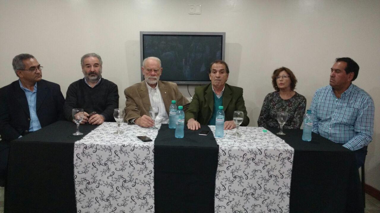 La cabecera de la conferencia de prensa del Frente en San Juan.