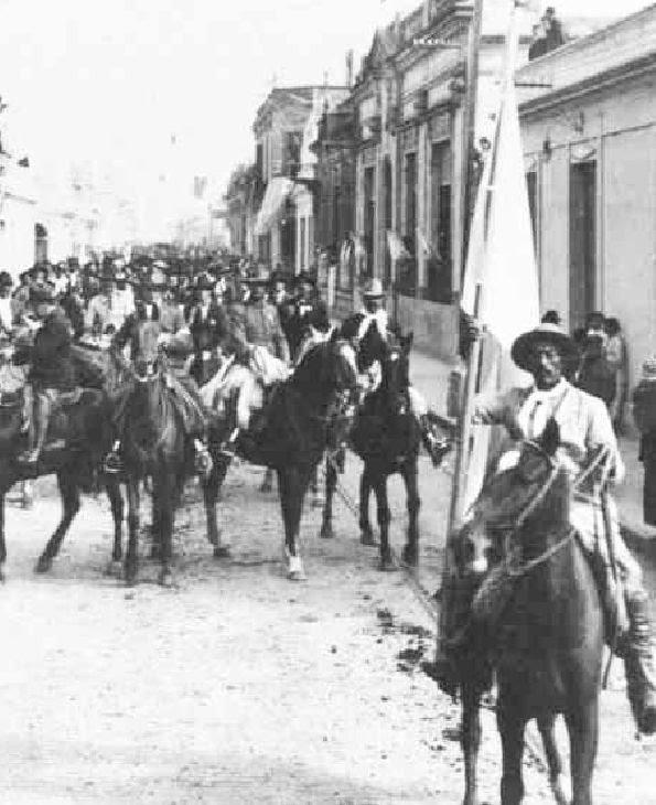 """La """"Liga Patriótica"""" desfilando en Gualeguaychú."""