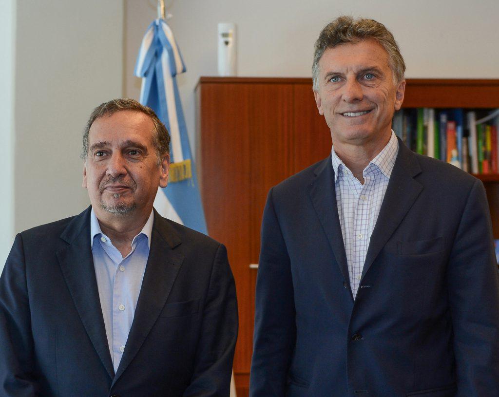 Télam 05/01/2015 Buenos Aires: El presidente Mauricio Macri mantuvo hoy reunión con el ministro de Ciencia y Tecnología, Lino Barañao. Foto: Presidencia/aa